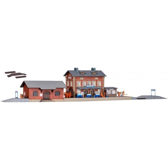 Kibri - 37396 - N Station Rauenstein with freight shed