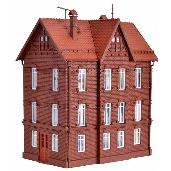 Vollmer - 43806 - H0 Railwayman`s house with roof ridge